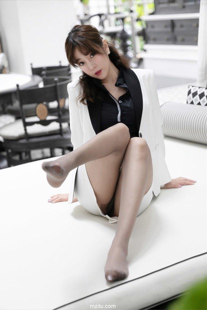 丝 袜少妇_褪去衣装层层深入 绝色少妇王雨纯满足你的窥视幻想 - 妹子列表